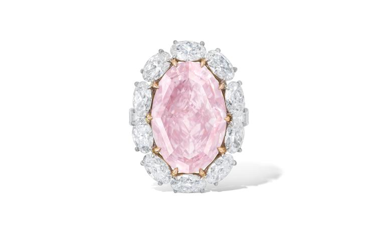 Кольцо с розовым бриллиантомовальной огранки весом 15,23 карата