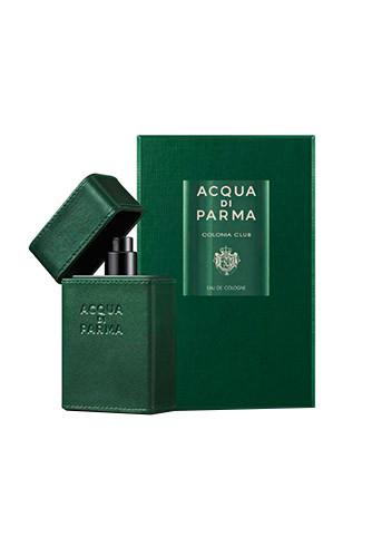 Одеколон Colonia Club, Acqua Di Parma теперь есть в удобном для путешествий формате. Крошечный флакон, обтянутый телячьей кожей, можно брать с собой даже в самолет.
