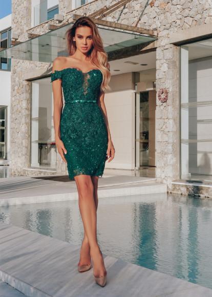 Платье-футляр,44 400 руб.