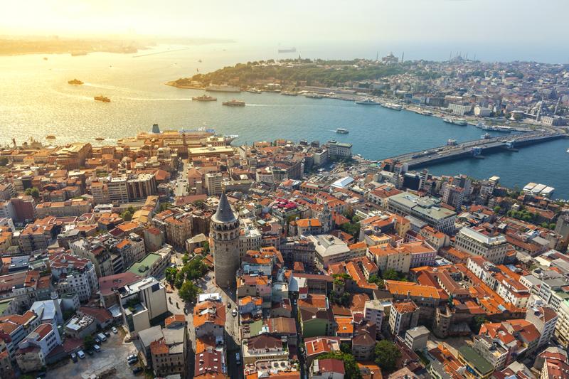 Вид стамбульского района Каракей ипролива Босфор