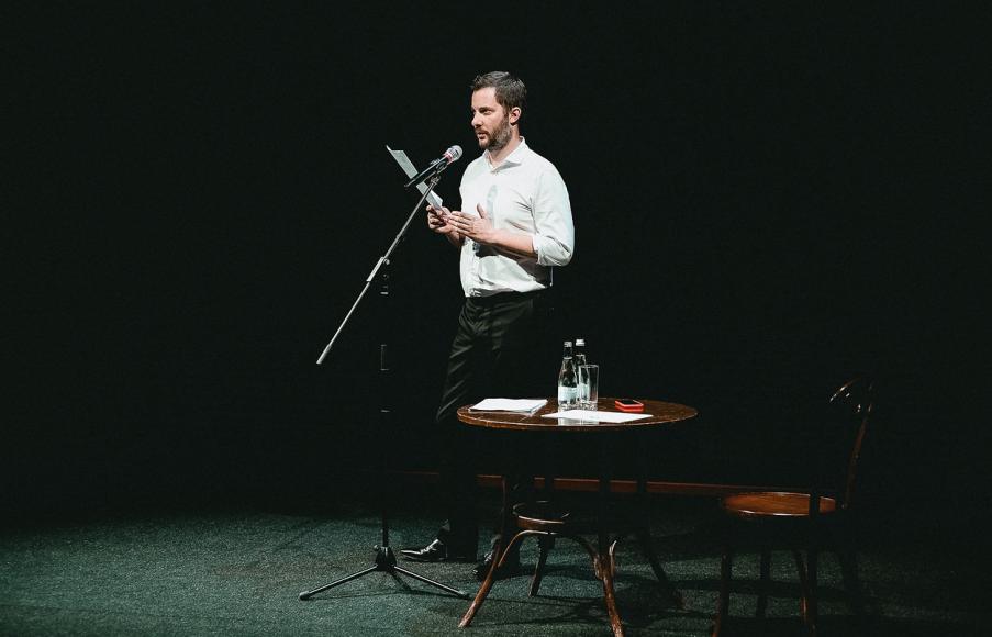 Сцена из спектакля «Беспринцыпные чтения» Александра Цыпкина
