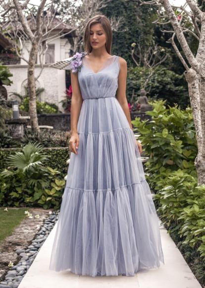 Платье с брошью,39 800 руб.