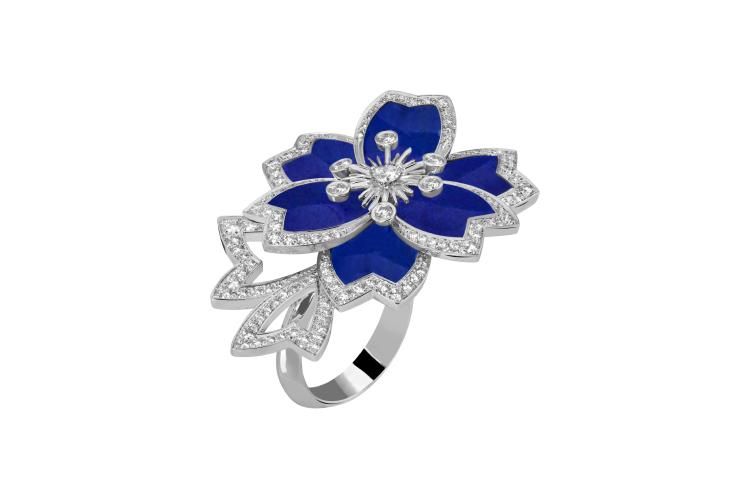 Кольцо Hellebore, Van Cleef & Arpels,1 930 000 руб. (Van Cleef & Arpels)