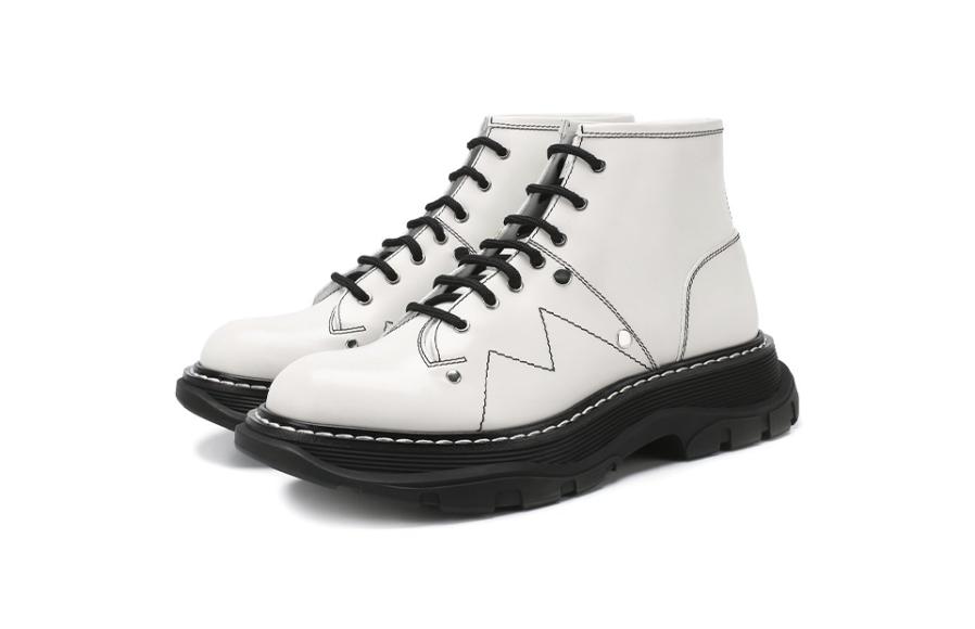 Женские ботинки Alexander McQueen, 54 000 руб. (Третьяковский проезд)