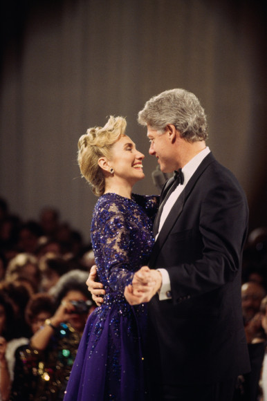 Билл Клинтон и Хиллари Клинтон в платье Sarah Phillips, инаугурационный бал, 1993 год