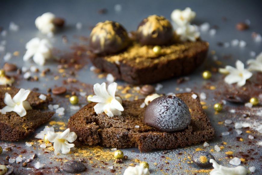 Шоколадная конфета с бородинским хлебом