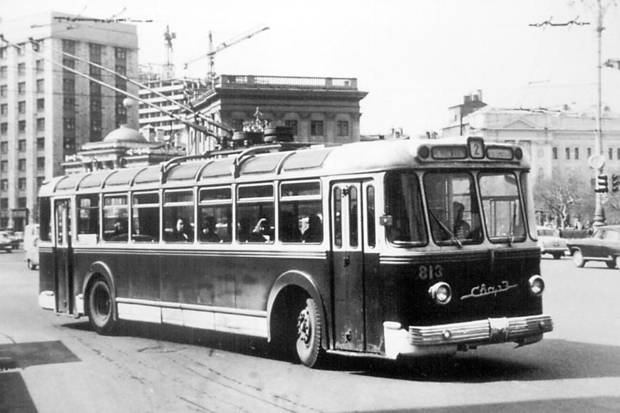 Троллейбус 813 на улице Охотный Ряд