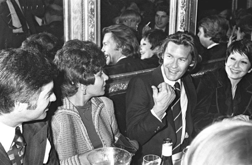 Жан-Клод Бриали, Ширли Бэсси, Хельмут Бергер и Зизи Жанмер, 1975