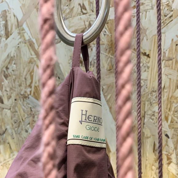 Коллекция Herno Globe, окрашенная с помощью растительных компонентов