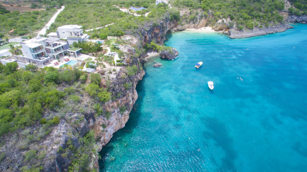 Вид на виллы (ANI Private Resort Anguilla)