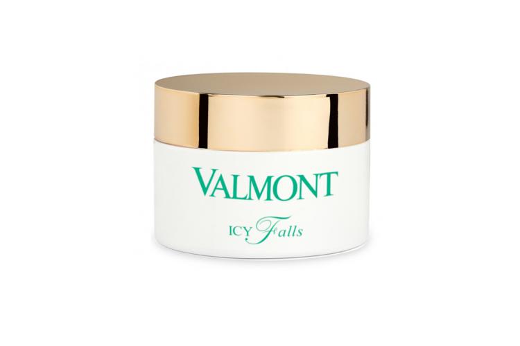 Желе для снятия макияжа Icy Falls, Valmont включает в себя талую воду ледников, пробиотики, пребиотики, витамин С, токоферол, каприловый триглицерид и лимонную кислоту. При соприкосновении с водой желе превращается в нежное молочко, которое не только очищает кожу, но и выравнивает тон, придает сияние, ускоряет процесс регенерации и устраняет ощущение стянутости и сухости