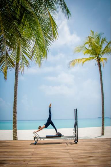 Занятия пилатесом на курорте One&Only Reethi Rah (Мальдивы)