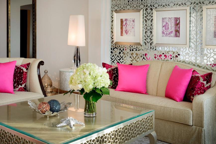 Гостиная в сьюте Prince, отель Arabian Court, One&Only Royal Mirage (Дубай)