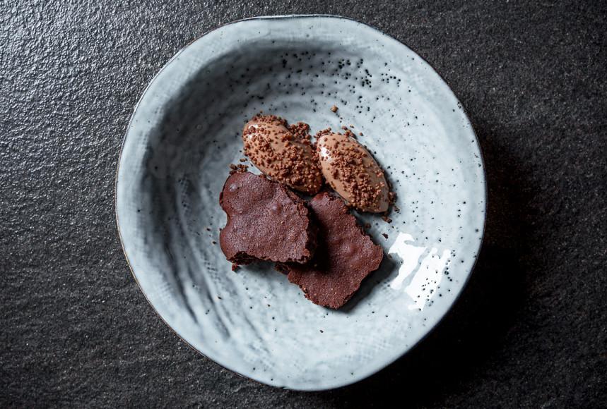 Шоколадный бисквит с кремом («Пикник»)