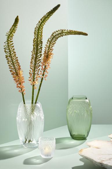Вазы, хрусталь, 29 см, от 287 000 руб.; подсвечник, хрусталь, 10 см, 43 050 руб., Lalique