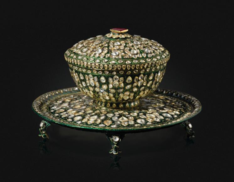 Лот №139, эмалированная чаша и подставка с бриллиантами
