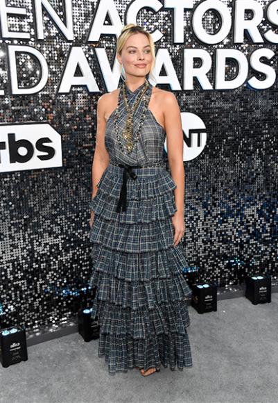 Марго Робби в комплекте Chanel на премии Гильдии киноактеров США