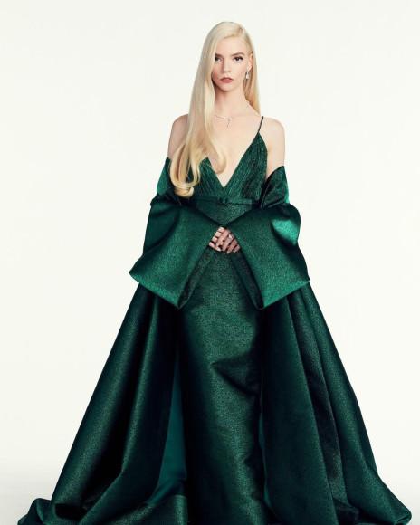 Аня Тейлор-Джой в платье Dior Haute Couture на виртуальной церемонии «Золотой глобус», 2021