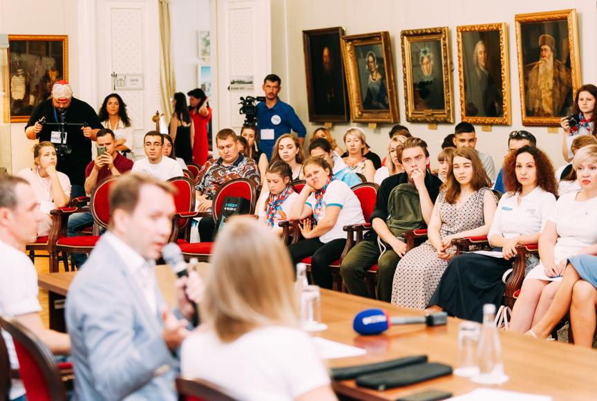 Встреча учредителей фонда «Артист» с волонтерами во Дворце Наместника, Тобольск