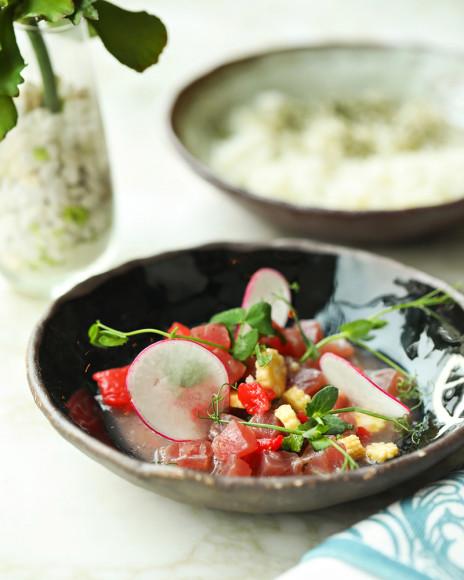 Севиче тунец с молодой кукурузой и листьями шисо