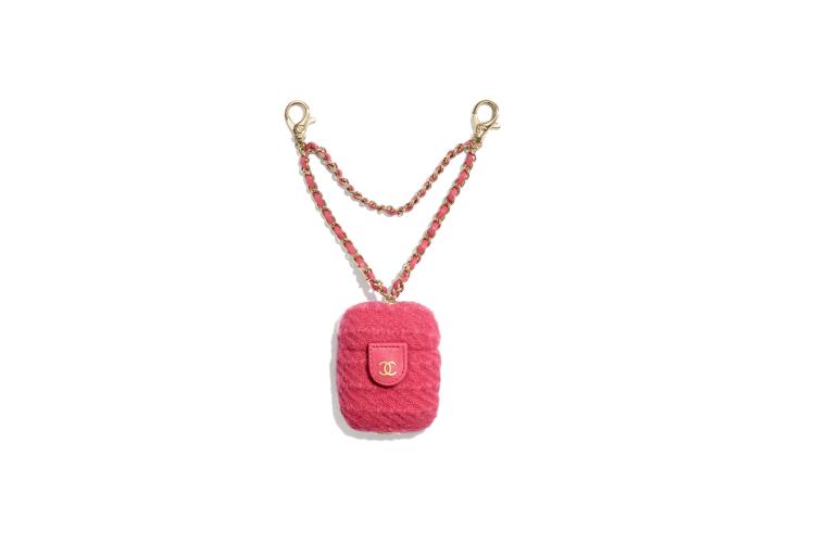 Чехол для AirPods Chanel, 82 300 руб. (Chanel)