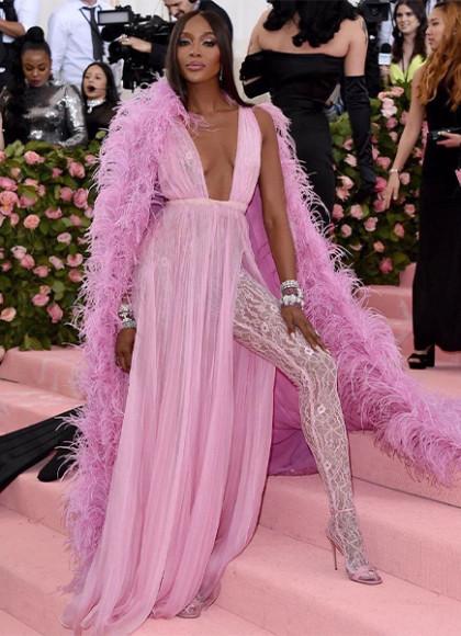 В платье и кейпе Valentino на Met Gala, 2019 год