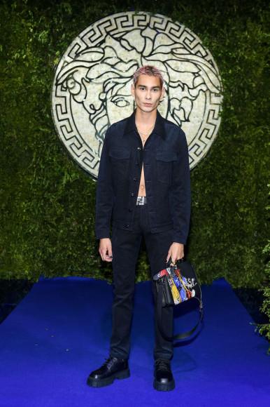 Эван Мокна показе совместной коллекции Fendi и Versace