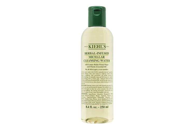 Мицеллярная вода с маслом тимьяна и меллисы Herbal-Infused Micellar Cleansing Water, Kiehl's быстро, легко и эффективно очищает кожу и удаляет макияж, заметно успокаивает и смягчает ее, даря ощущение свежести