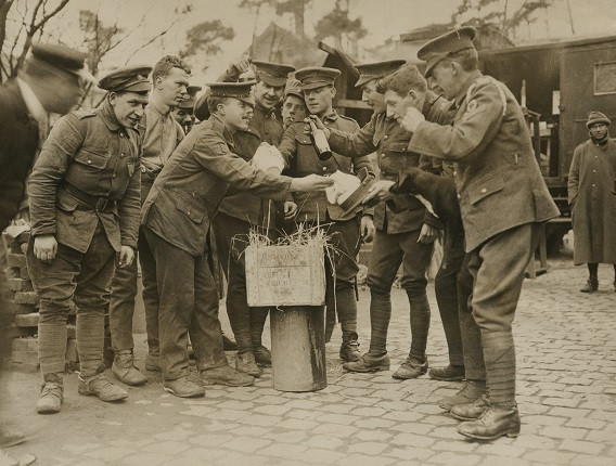 Неизвестный автор. «Рождественские пудинги для томми во Франции», 1914-1918