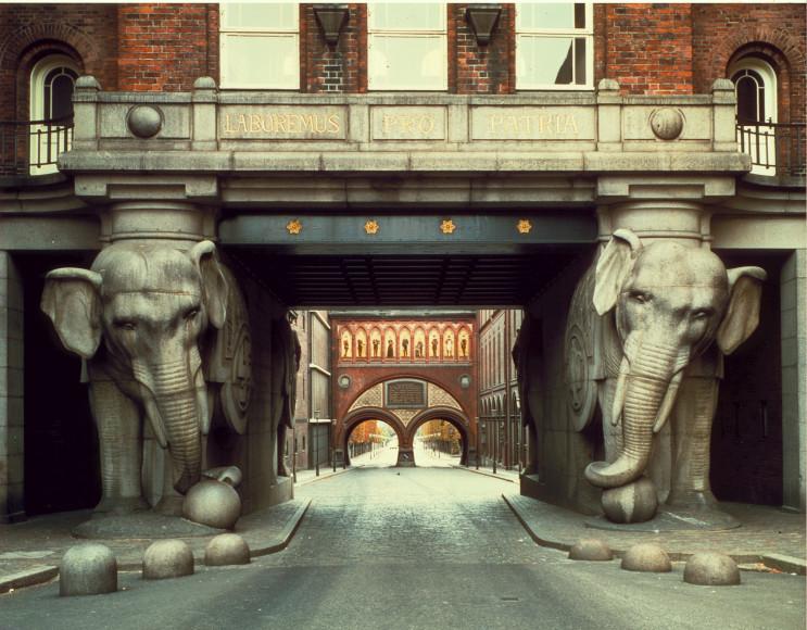 Знаменитые Слоновьи ворота на исторической пивоварне Carlsberg