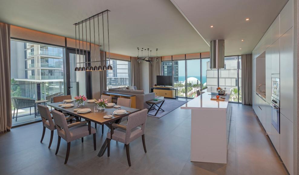 Столовая и гостиная вапартаментах