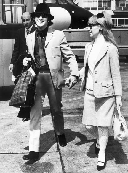 Джон Леннон с первой женой Синтией