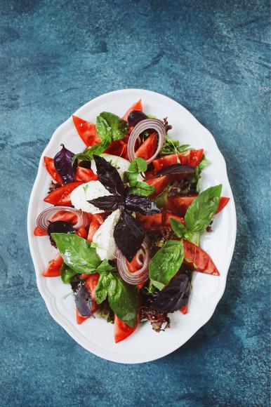 Салат из овощей в греческом стиле