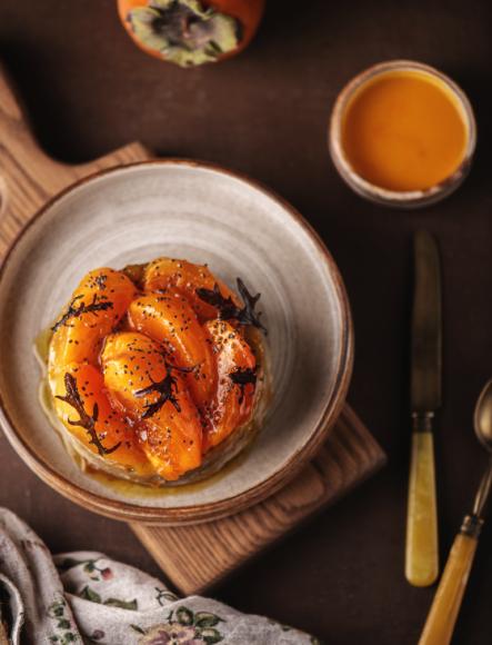 Овсяные оладьи с хурмой и кленовым сиропом (Luciano)