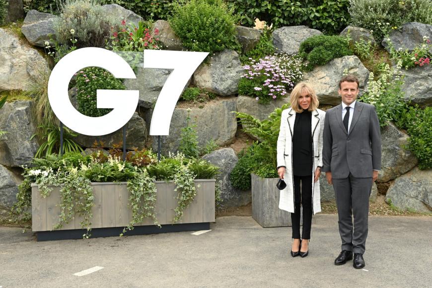 Брижит Макрон в жакете Chanel в отеле Carbis Bay перед саммитом G7, 11 июня