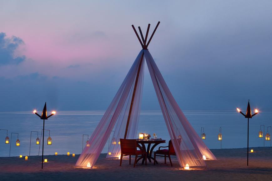 Приватный ужин на двоих на курорте на курорте One&Only Reethi Rah (Мальдивы)
