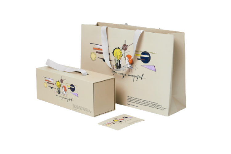 Подарочный бокс, 2590 руб., и упаковка, 790 руб., лимитированная коллекция Павел Пепперштейн х SimpleWine Privé (клуб SimpleWine Privé)