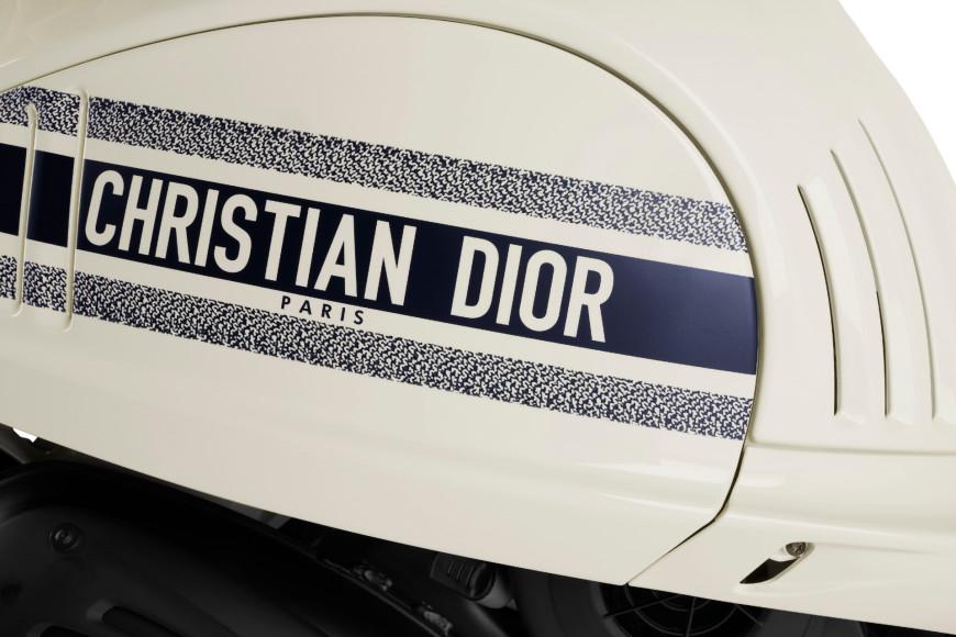 Мотороллер Vespa 946 Christian Dior