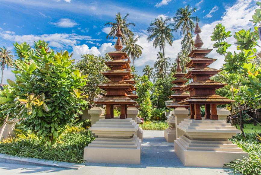 Образцы тайской архитектуры на территории курорта (ANI Private Resorts Thailand)
