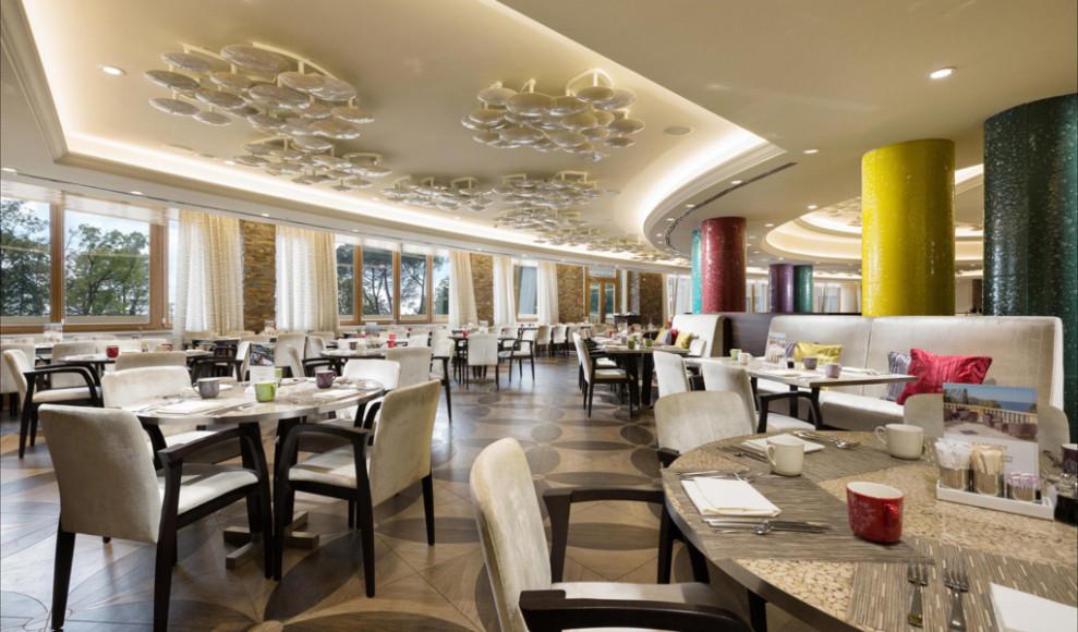 Основной ресторан отеля «Камелия кафе»