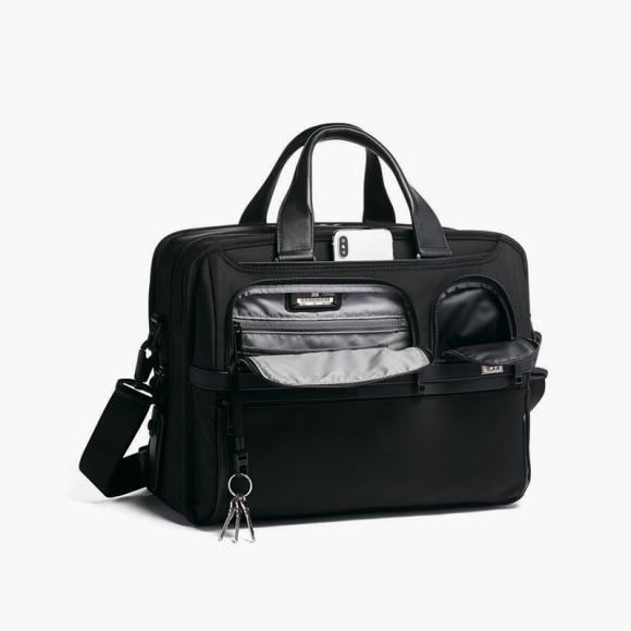 Дорожная сумка Tumi, 15 800 руб.