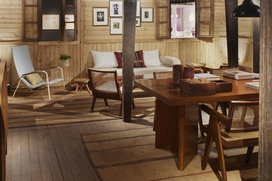 Разборный дом и мебель Жана Пруве— стенд галереи Patrick Seguin на ярмарке Design Miami/Basel