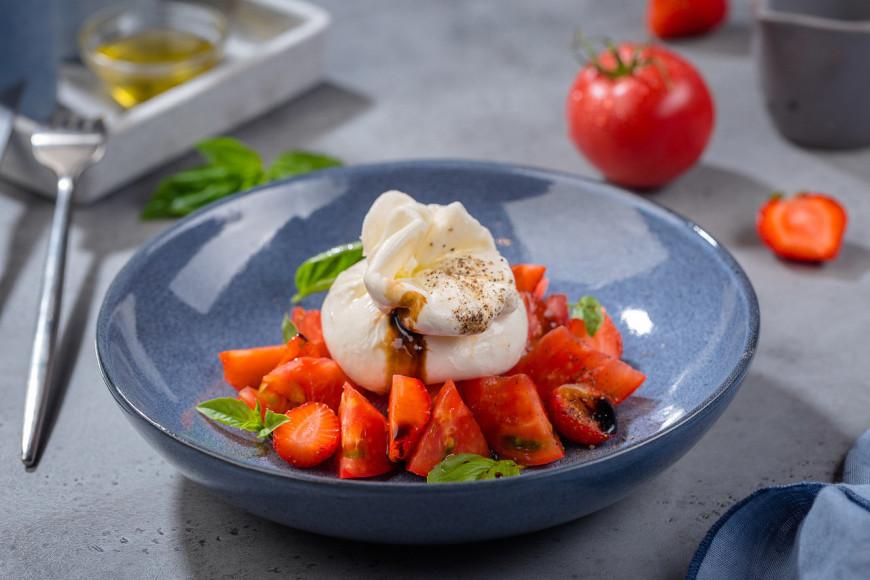 Салат с сыромбуррата