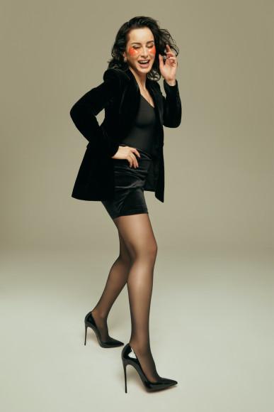 Тина Канделаки в патчах Ansaligy в рекламной кампании Calzedonia