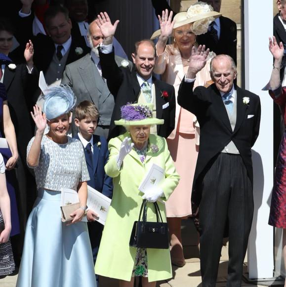 Елизавета II с сумкой Launer Traviata на свадьбе принца Гарри и Меган Маркл, 2018 год
