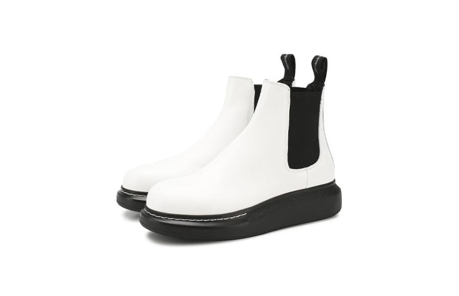 Женские ботинки Alexander McQueen, 35 300 руб. (ЦУМ)