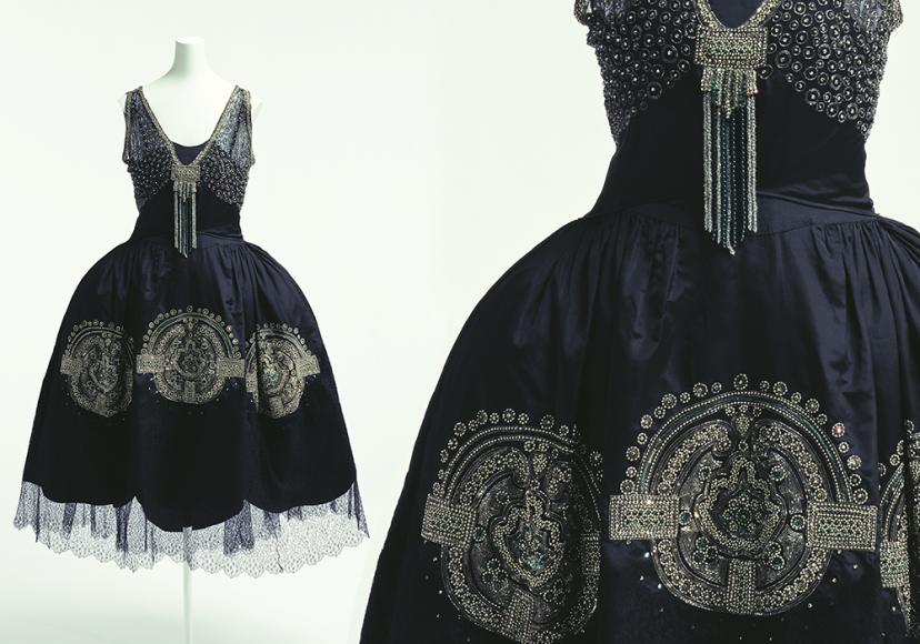 Платье вечернее. Франция, около 1925 г. Модный дом «Lanvin». Жанна Ланвен в то время уже стала главной конкуренткой Габриель Шанель. Ей первой в 1920-е пришло в голову создать специальные линии мехов, мужской и детской одежды, парфюмерии и предметов для дома. Ее роскошно отделанные в духе ар-деко вечерние платья, которые она называла robe de style, с расширенной в боках юбкой, напоминающей фижмы XVIII столетия, были невероятно популярны, поскольку, благодаря пропорциям, подходили дамам почти любого возраста и комплекции.
