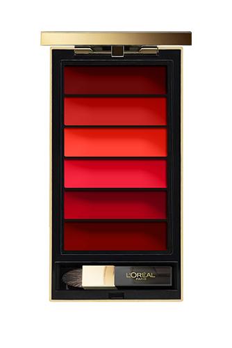 Сразу шесть оттенков красного (от пульсирующего коралла до глубокого бордо) можно найти в палетке Lip Palette Rouge, L'Oréal Paris — чтобы всегда быть разной, но при этом не изменять себе.
