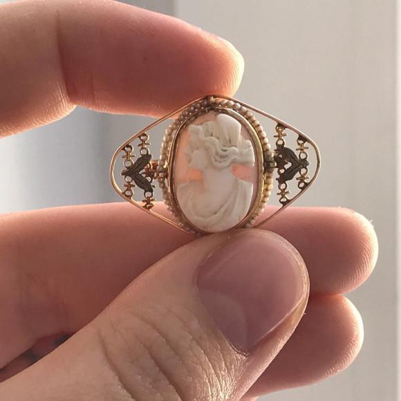 Резная камея из золота с жемчугом, конец XIX века