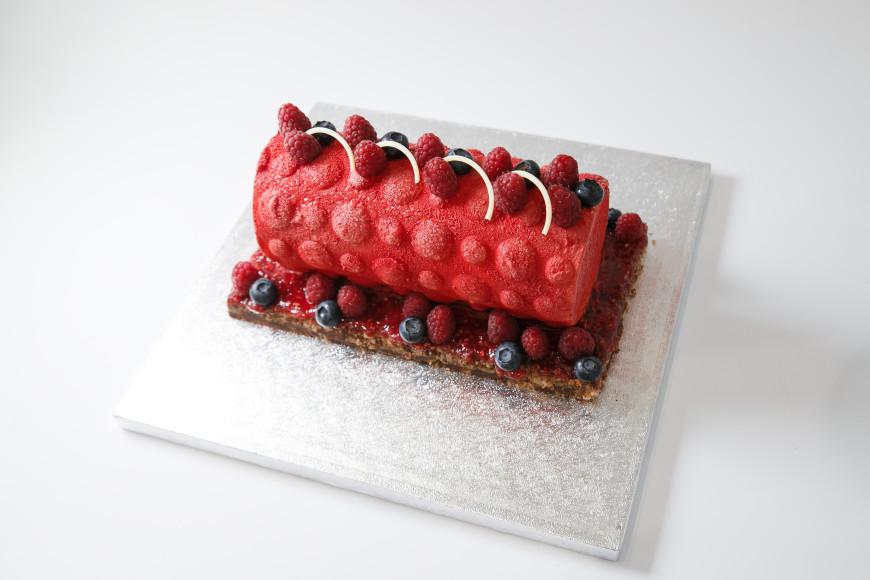 Десерт «Фруктовый торт-мороженое с муссом из манго и желе со вкусом манго и малины» Сергея Логоненко